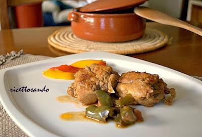 Coniglio ai peperoni ricetta tradizionale di carne bianca e verdure