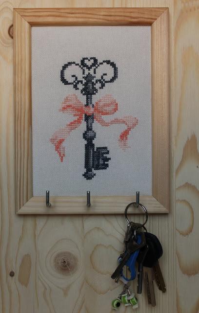 Вышиваем крестиком ключик