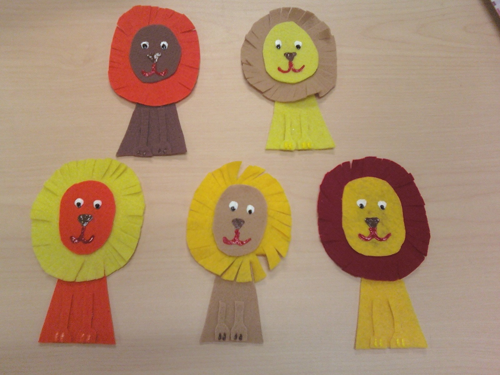 lion preschool craft read read flannel friday 5 ferocious lions 254