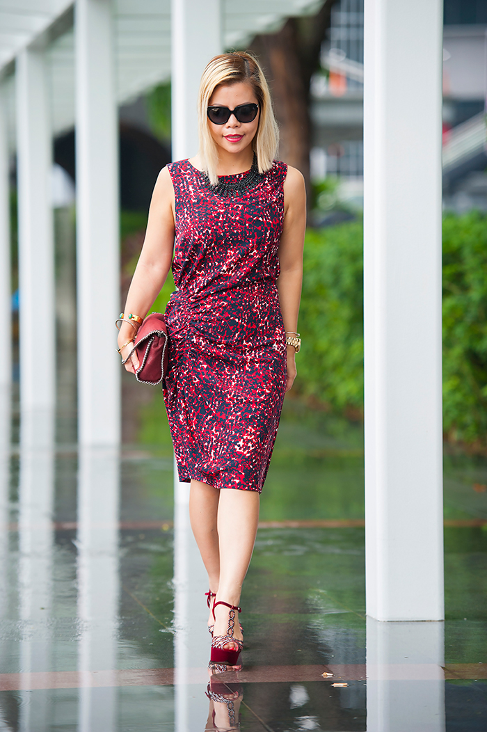Crystal Phuong looks beautiful in Thakoon printed shift dress