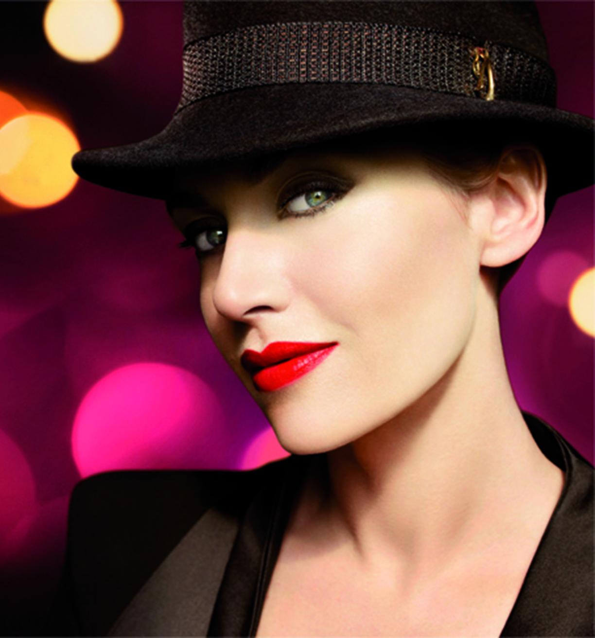http://2.bp.blogspot.com/-0B0789mxi40/TtjEw9WluaI/AAAAAAAAHJ0/k4OlFv97EmI/s1600/Golden+Hat+Collection+Kate+Winslet.jpg