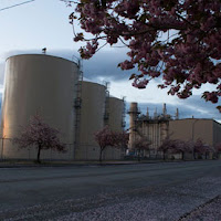 The Encogen combined-cycle natural gas power-plant in Bellingham, WA. (Credit: Wikimedia Commons/Danfmyers) Click to Enlarge.