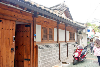 small alley & Hanok house at Samcheongdong | www.meheartseoul.blogspot.com