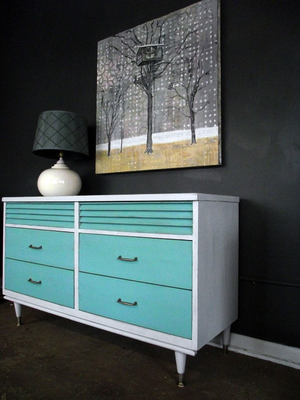 This Is A Great Retro Style Dresser Solid Wood The Framing Of Piece Has Been Aged In An Ivory Off White Color Drawers Are Wonderful Tiffany