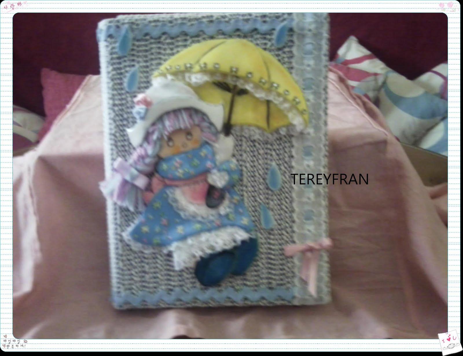 una carpeta maravillosa de goma eva tengo una muñeca vestida de azul