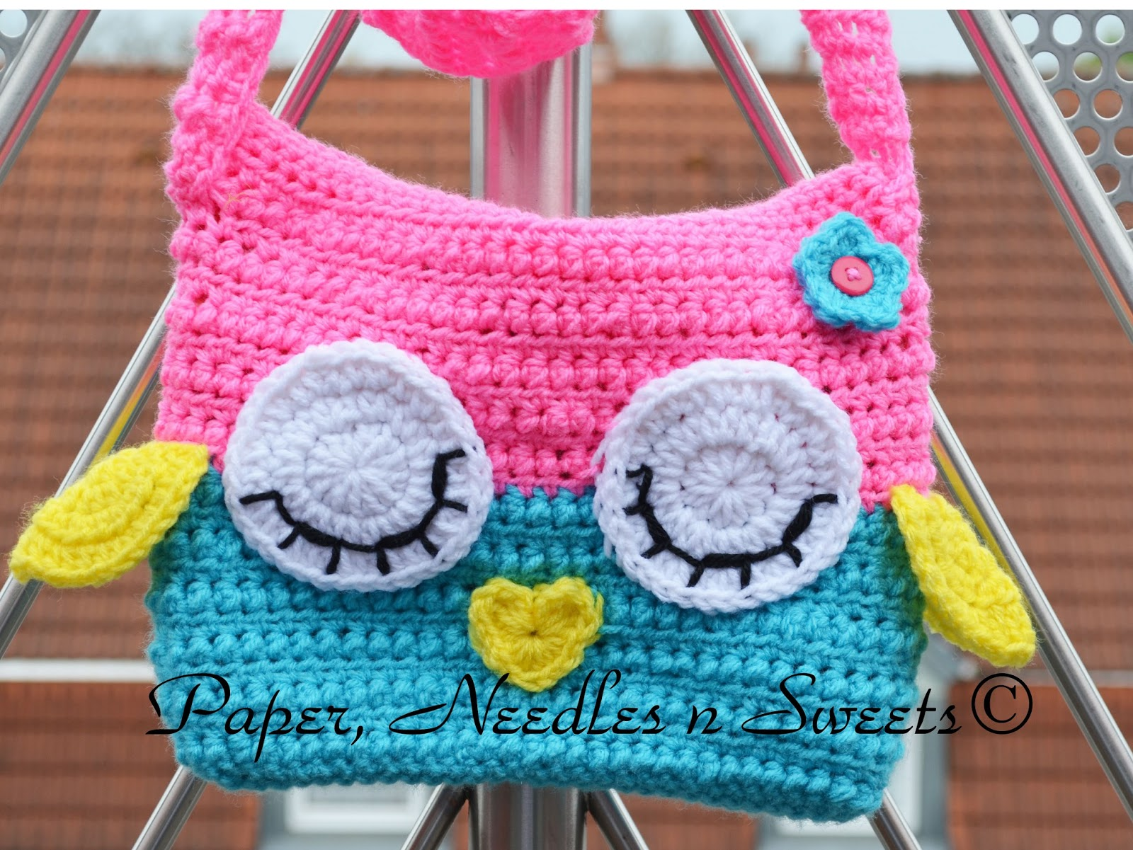 Crochet Owl Bag Pattern Free : Paper, Needles n Sweets : Sleepy Owl Ipad Crochet Bag