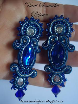 brincos em soutache azul