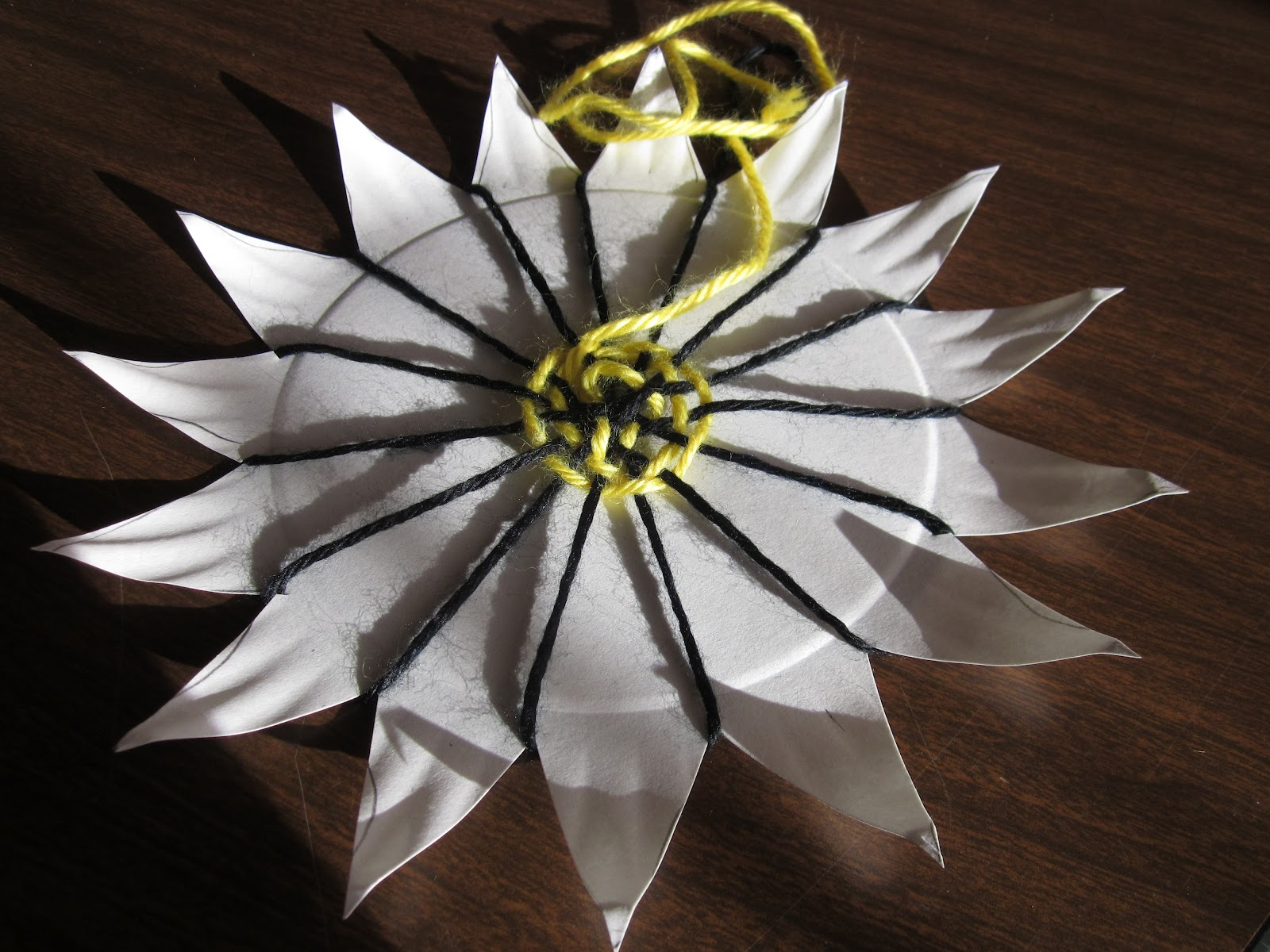 -Cut the edges of a paper plate into points so the plate looks like a flower or a sun. -Poke a hole in the middle of the plate. & Time for Art!: WEAVING PAPER PLATES
