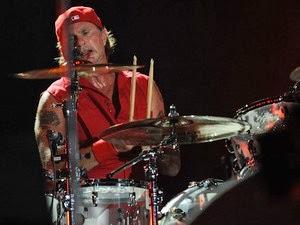 Baterista do Red Hot Chili Peppers vai dar aula para fãs na Grande BH