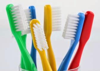 dicas-reutilizar-escovas-dentes-usadas