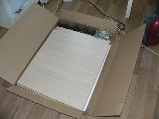 части кухонной мебели в коробке