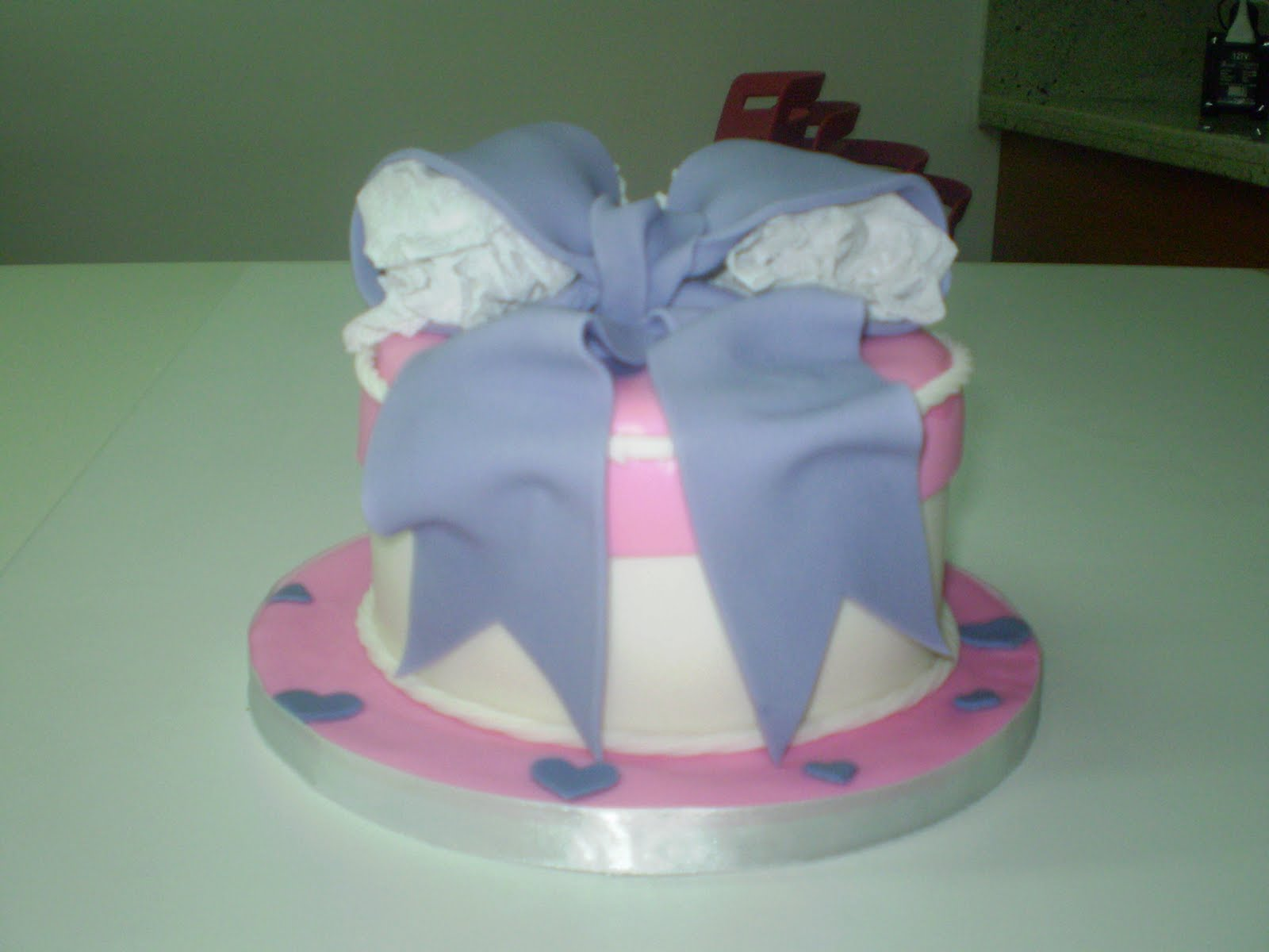 Curso De Cake Design Viseu : Joelma Demuner - Bolos Decorados: BOLO CAIXA DE PRESENTE ...