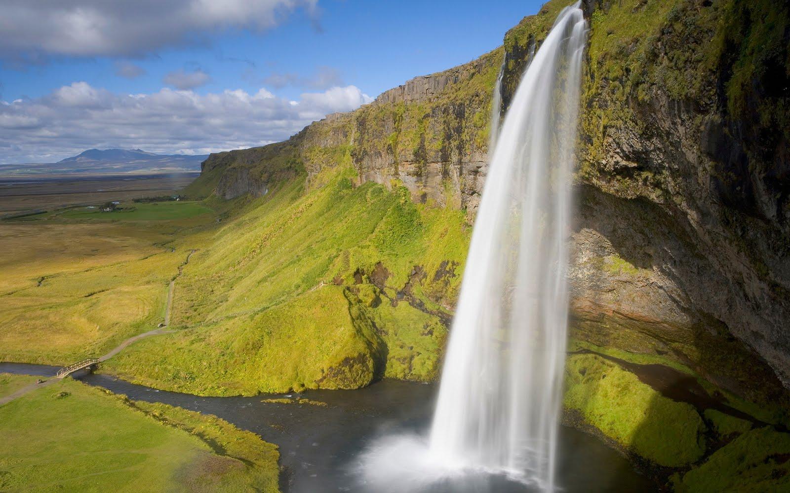 http://2.bp.blogspot.com/-0Cd5FMcQros/TeHc6T8b_fI/AAAAAAAAAI4/dDRtwkXY2hY/s1600/BEautFull+Water+Scenery+Wallpapers+%252825%2529.jpg