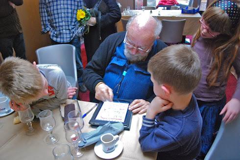 Michel Butor découvre l'iPad