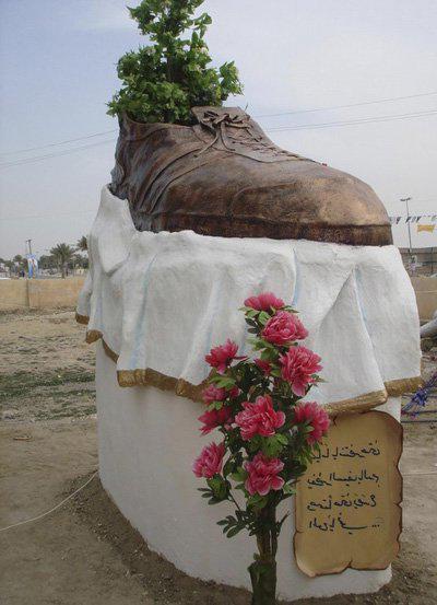памятник ботинку