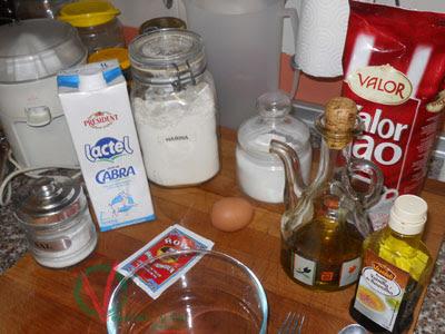Ingredientes para el bizcocho.
