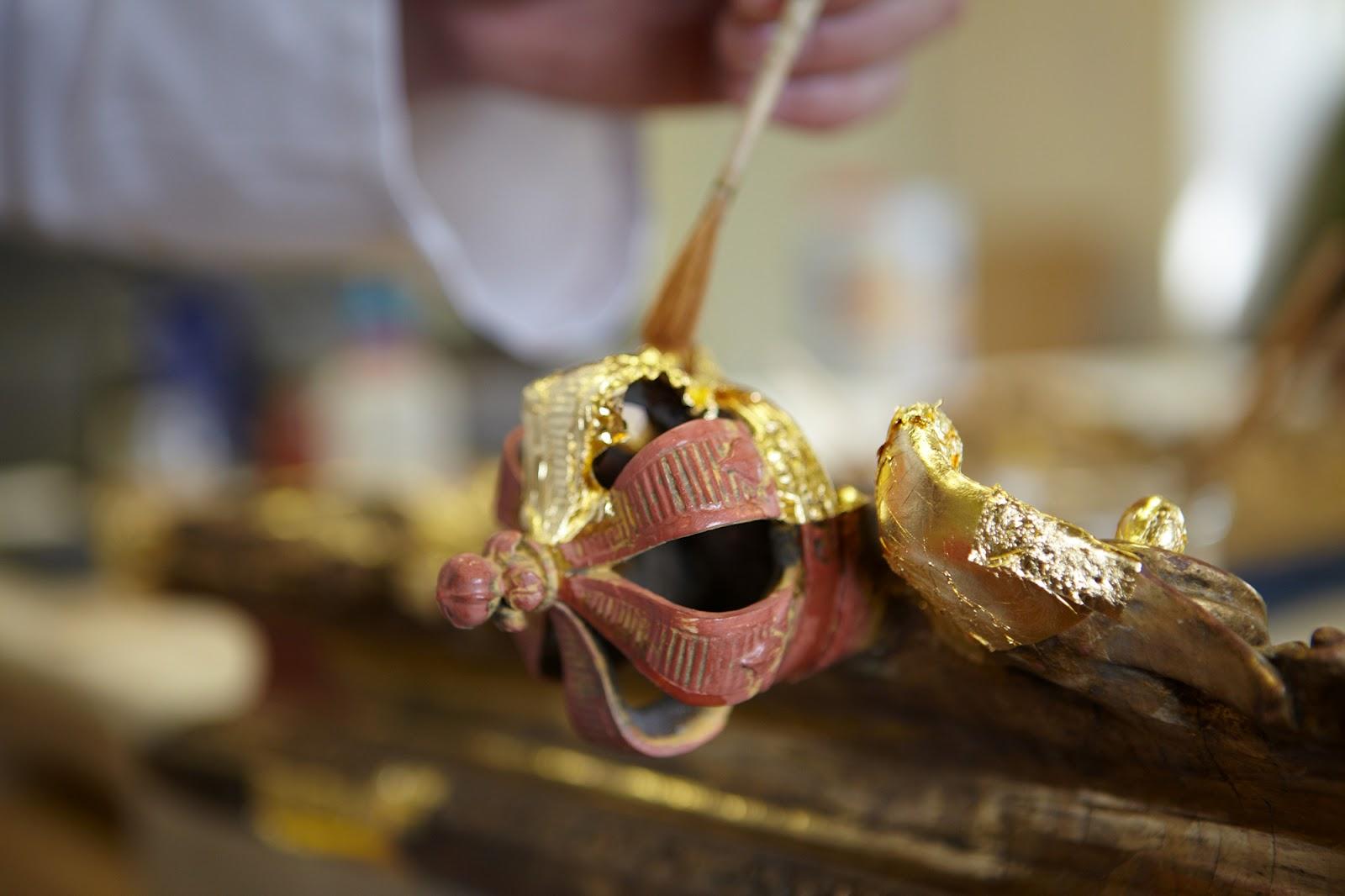 cadre en bois sculpté et doré