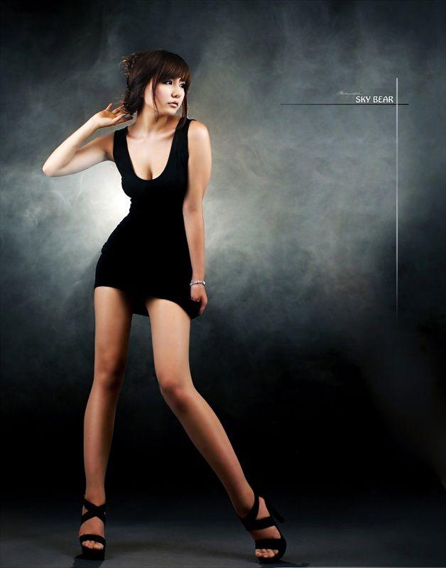 Ryu Ji Hye Sexy in Black Dress