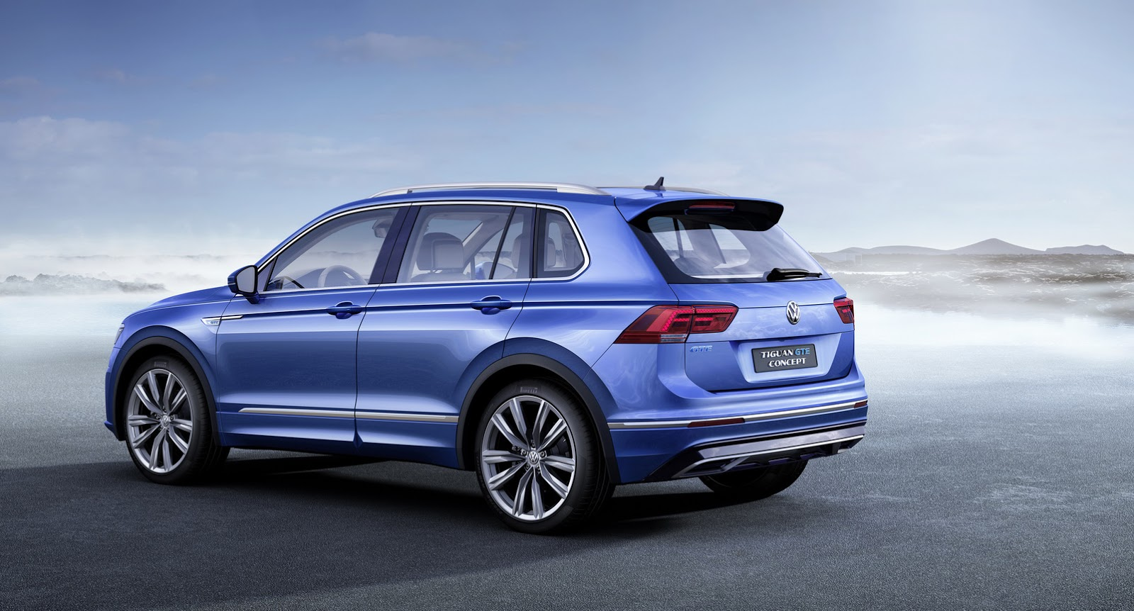 vw tiguan gte is a pre production plug in hybrid with 218ps carscoops. Black Bedroom Furniture Sets. Home Design Ideas
