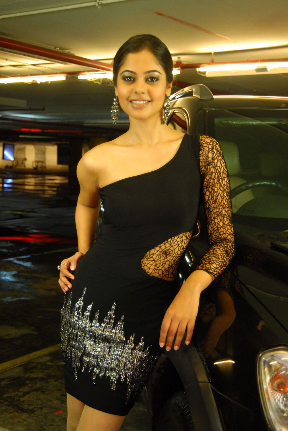 bindhu madhavi new from pilla zamindar, bindhu madhavi actress pics