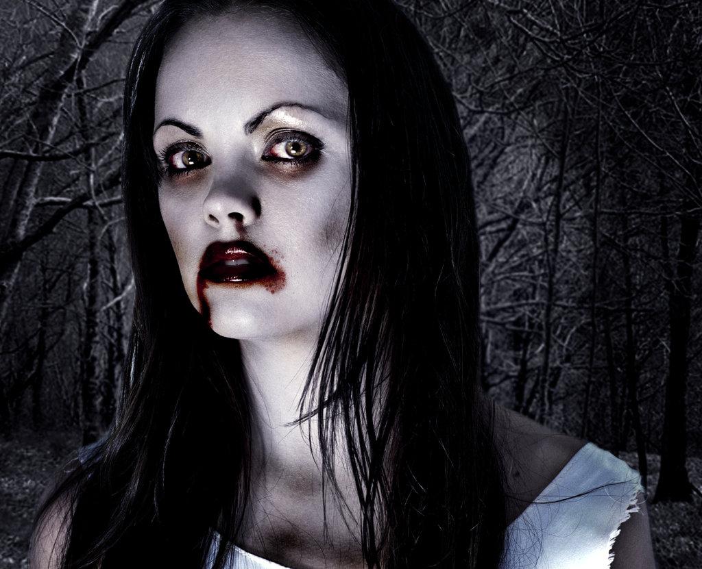 http://2.bp.blogspot.com/-0DrIpNBCiN0/T9MgretTk9I/AAAAAAAAAzk/VP2KwexdVWQ/s1600/Horror_Cristina_Ricci_Vampiro_by_ChiccoArt.jpg