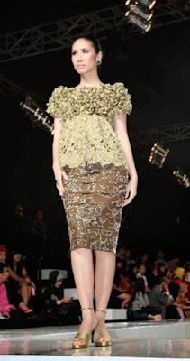 Model Kebaya Rok Pendek Elegan