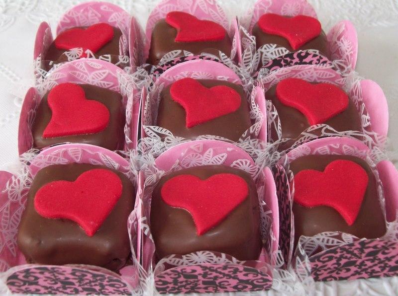 Mimos cupcakes brigadeiro com cobertura for Cake pops cobertura