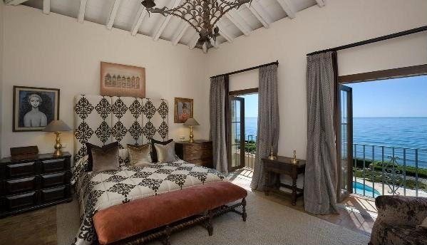 Vacation home in spain interiors and design less ordinary for Vacation home interior design