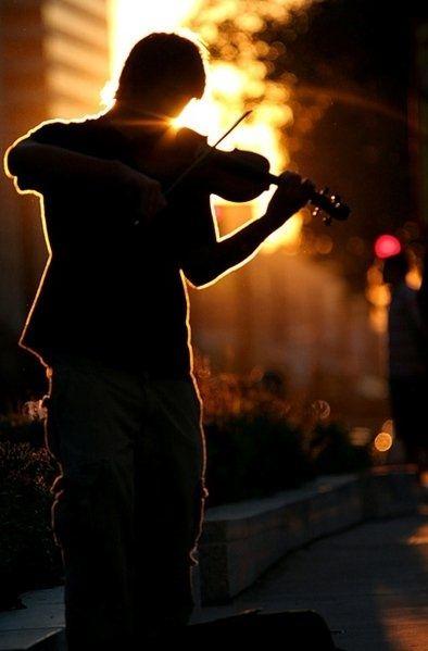 Resultado de imagem para violino no metro
