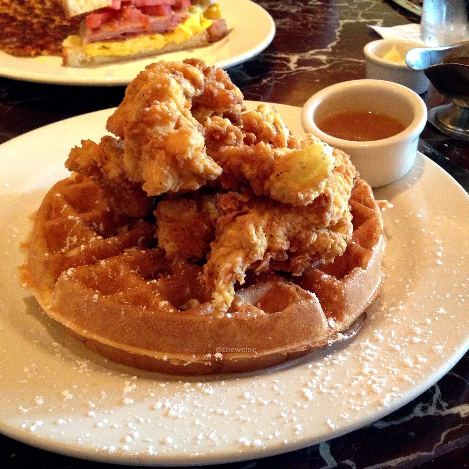 how to serve fried chicken and waffles