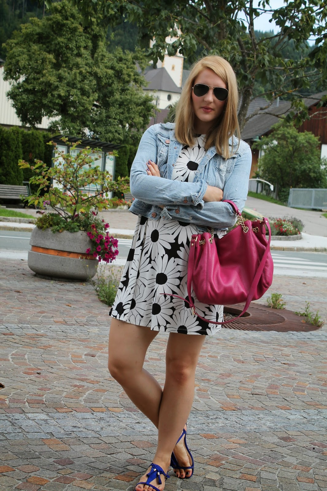 Fashionblogger Austria / Österreich / Deutsch / German / Kärnten / Carinthia / Klagenfurt / Köttmannsdorf / Spring Look / Classy / Edgy / Summer / Summer Style 2014 / Summer Look / Fashionista Look /   / Black white Look/ Dress / Michael Kors Bag / Pink Bag / Milanoo / Jeans Jacket / Streetstyle / Streetstyle Summer Look / Sandals / H&M / Ray Ban Aviator /