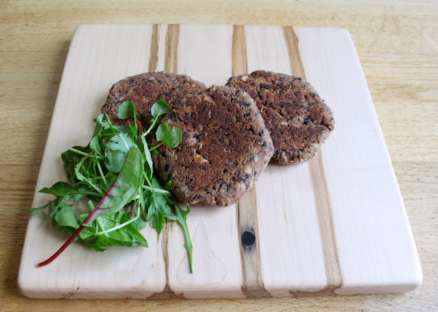 Simple, cheap and healthy chipotle spiced black bean burgers