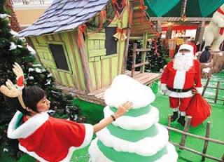 Kostum Sinterklas di sebuah Mall (foto ROL)