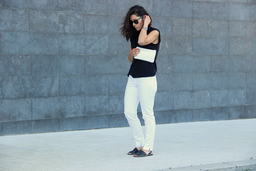 Romalos_blog_Menorquinas_white_mango_trousers_basic_tee