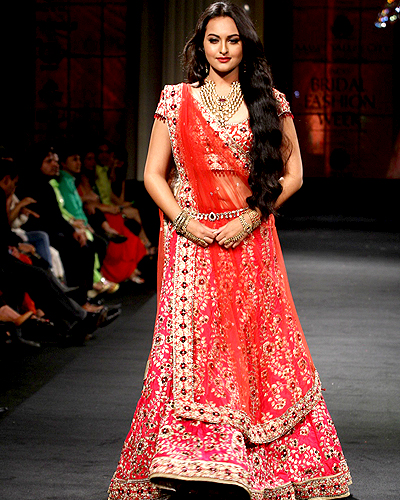she fashion club bollywood actress on the runway in lehengas