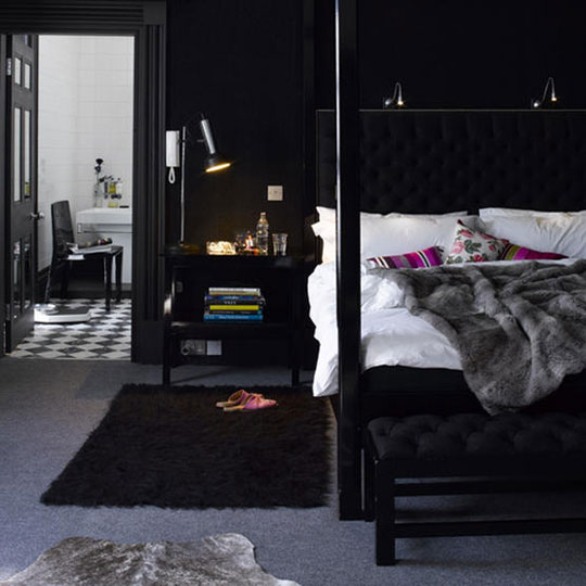 Wonderful bedroom decor ideas in black and white home design - Dark bedroom designs ...