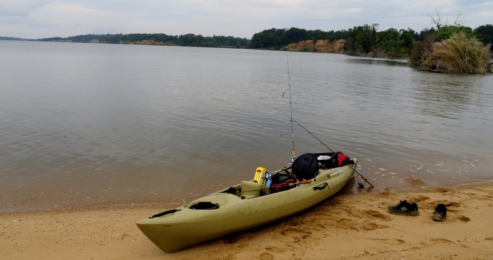 River mud gear review emotion mojo angler kayak for Emotion fishing kayak