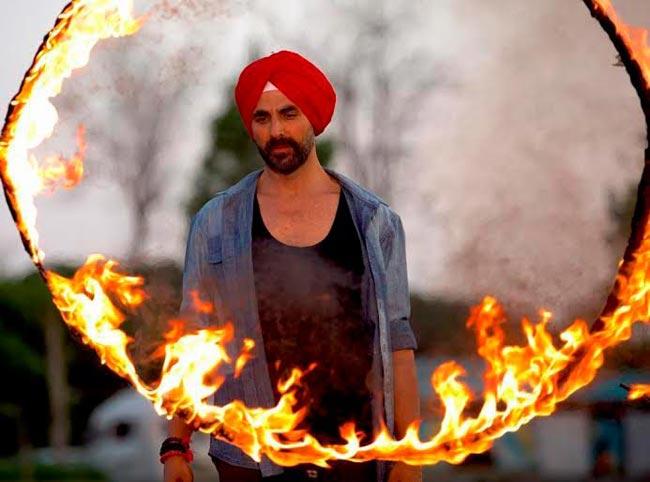 Akshay Kumar injured during film shooting of Singh is Bliing