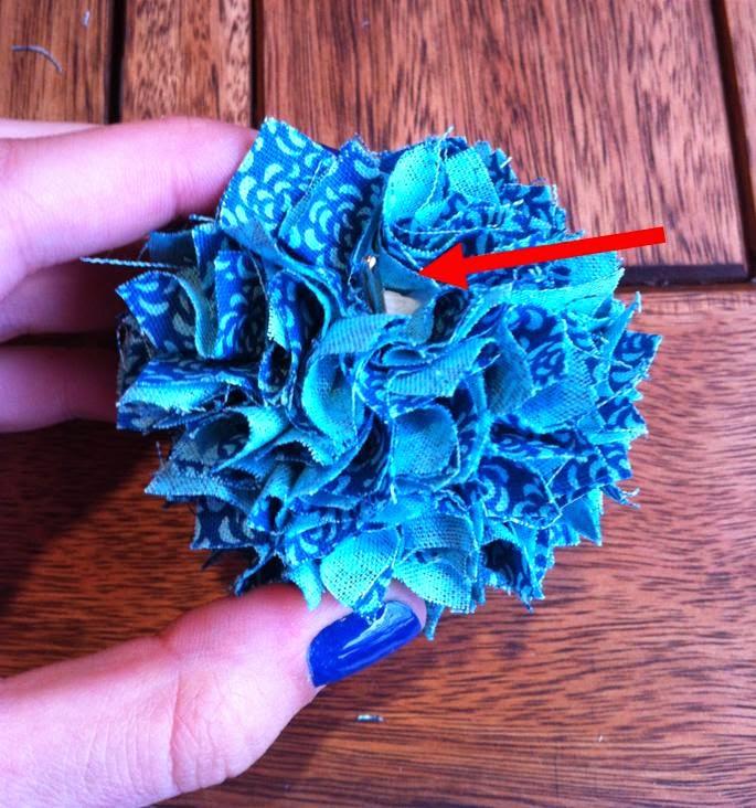 Chaveiro de tecido | colocando as missangas e enfeites