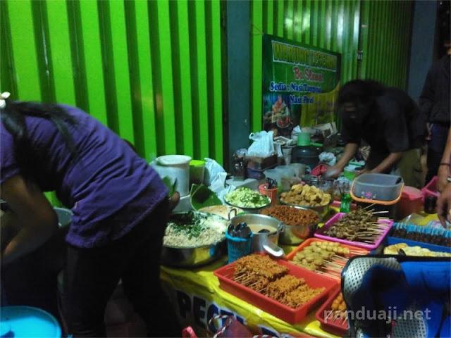Warung Nasi Pecel Lesehan di Kediri