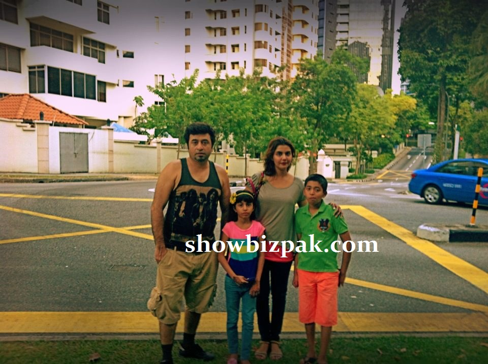 Nida Yasir Family http://www.showbizpakblog.com/2012/12/pakistani-celebrities-couples-and.html