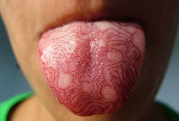 tatuagem bizarra na lingua