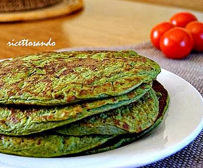 Pancakes salati di patate e spinaci ricetta vegetariana