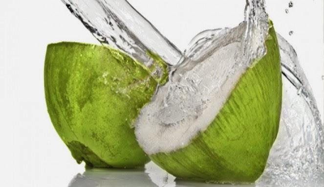 Manfaat Air Kelapa Hijau untuk Kesehatan dan Obat Tradisional