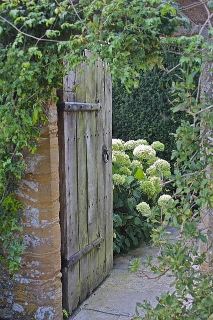 Vintage interior blogs vi gamle hageporter for Door to gate kontakt
