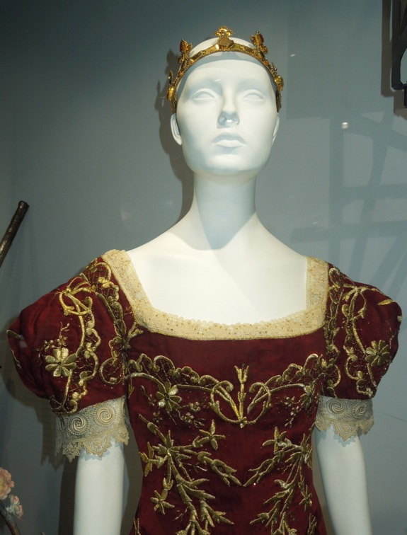 Kristen Stewart Snow White Huntsman costume