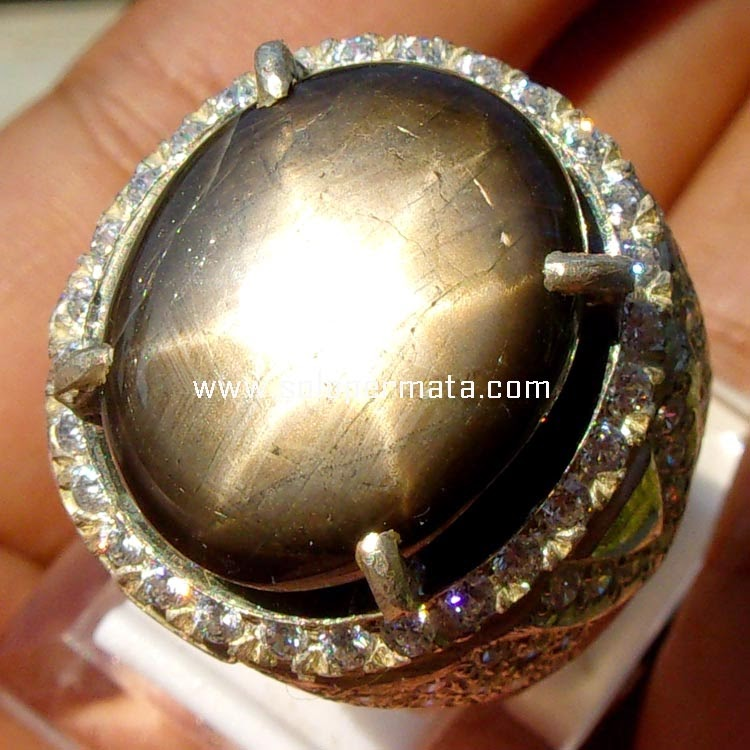 Batu Permata Big Black Sapphire Star
