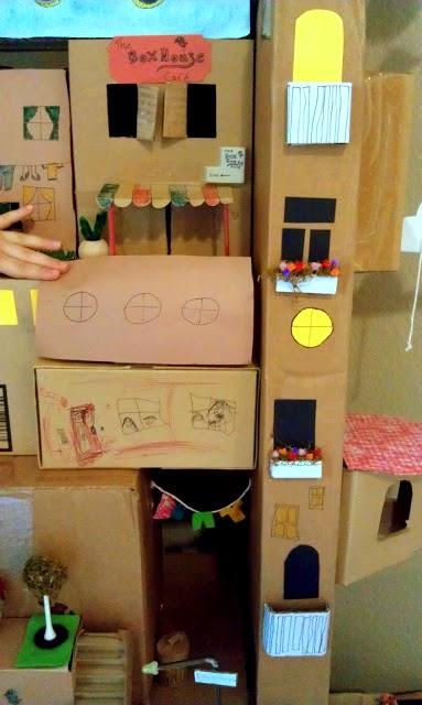 Ciudad castillo de cartón reciclada en Recicla Inventa