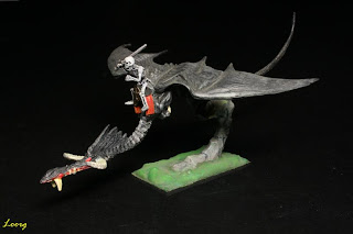 Jinete esqueleto sobre un Dragon Master negro