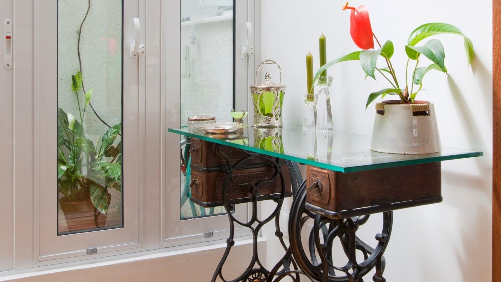 Casa de Boneca Decor: ♥ Máquina de costura antiga na decoração  #2A7C71 1600x900 Banheiro Antigo O Que Fazer